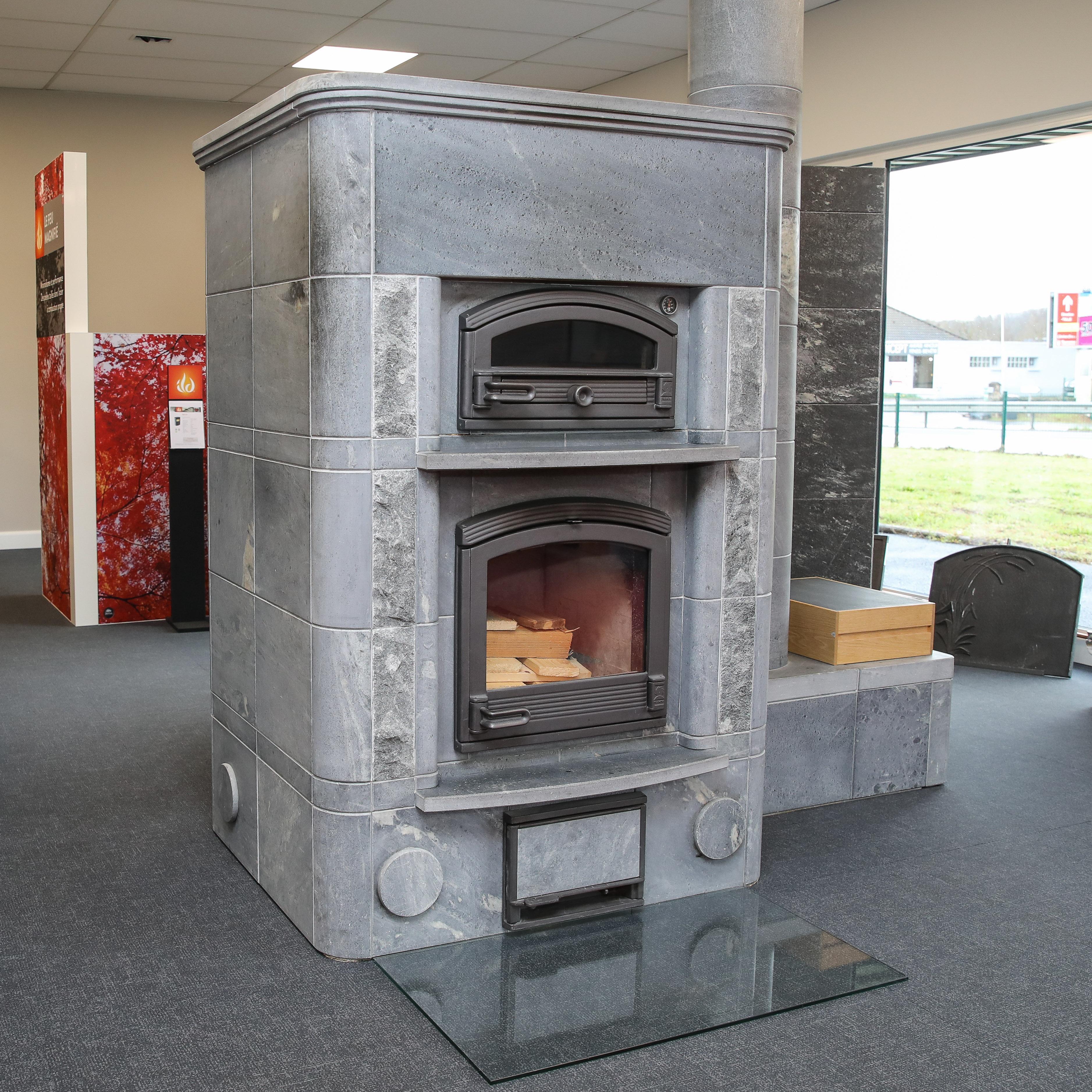 Showroom JOTUL Brive cheminée, TULIKIVI TLU 2450 , poele de masse, four à bois, pierre ollaire, mixte, sans électricité
