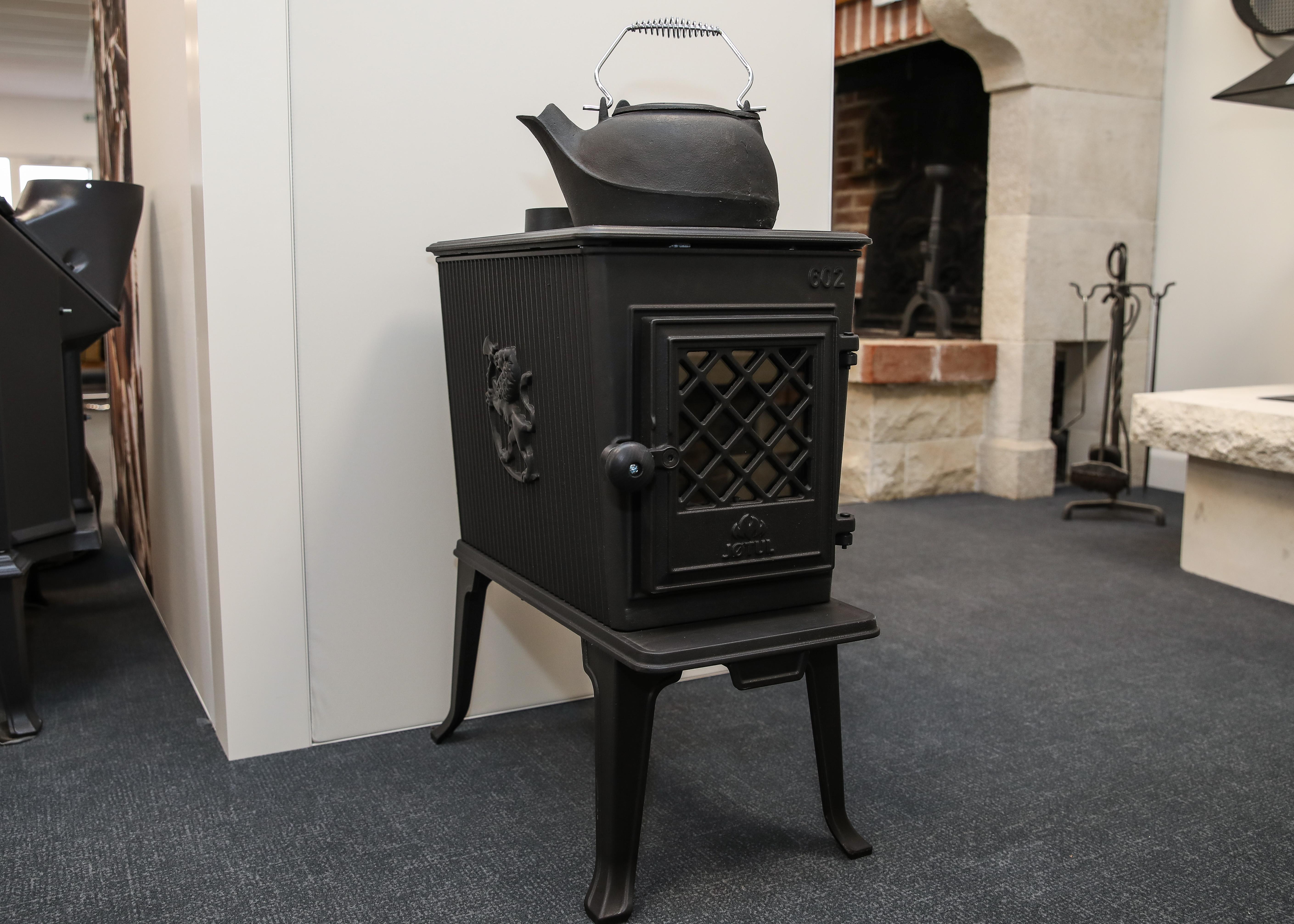 Showroom JOTUL Brive cheminée, JOTUL F 602 ECO, poele à bois, fonte, Norvège, étanche, rustique, plaque de cuisson