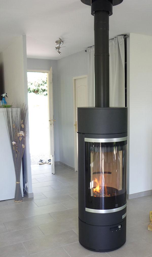 installation po le bois granul s chemin e jotul. Black Bedroom Furniture Sets. Home Design Ideas