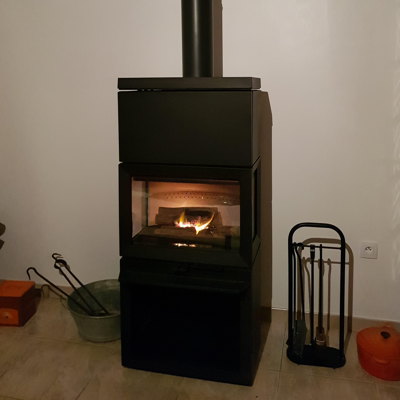 photo installation, poêle à bois, JOTUL F 520 High Top, kit accumulation de chaleur, JOTUL Savigné, Giraud & fils